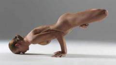 Близначки се възбуждат с гола йога