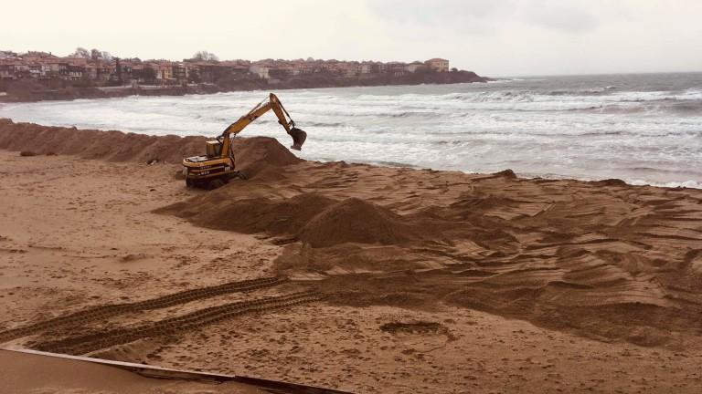Нови строежи на метри от морето предизвикват недоволство в социалните