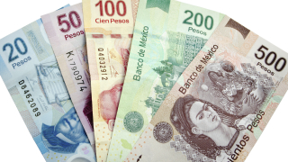 Мексиканското песо скочи, еврото и паундът отстъпват пред долара