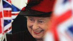 Елизабет Втора връчи на Саркози почетен орден