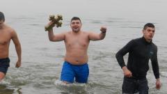 90-годишен летец скочи за Богоявленския кръст в Синеморец