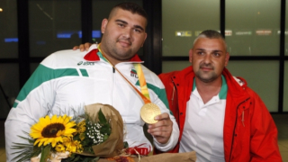 Олимпийският ни шампион е вече у дома!