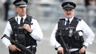 Човек с пушка взе заложници в увеселителен парк в Англия