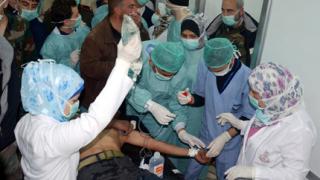 В Сирия правителството и опозицията се обвиняват взаимно за химическа атака