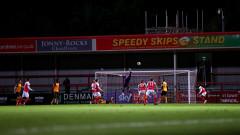 Вратарят на Нюпорт Том Кинг подобри рекорда за най-далечен гол