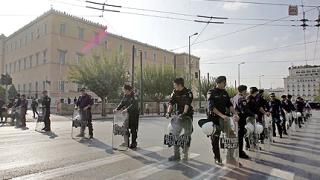 Сблъсъци в Атина след самоубийството на пенсионер пред парламента