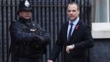 Министърът за Брекзит хвърли оставка