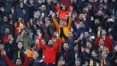 Галатасарай спечели титлата в Турция, екшън с Адебайор и феновете на двата тима