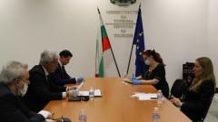 Потребителите да не бъдат жертва от кризата с туризма, искат от Ангелкова