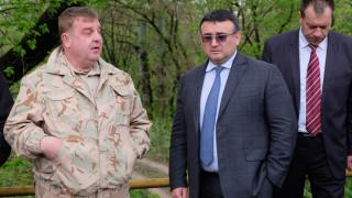 Каракачанов и Маринов провериха ситуацията на ГКПП-Кулата