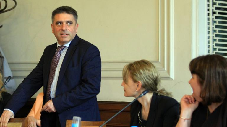 Кирилов се пази да се обяснява за шефа на затворите