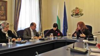 Дългосрочна политика за мигрантите обсъдиха Йотова и посланикът на Египет у нас