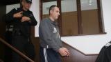 Полицаят, обвинен за убийството на родителите, остава в ареста