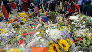 100 000 души се поклониха пред тленните останки  на Мандела