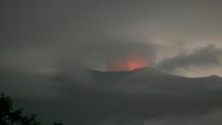 Изригна японската планина Асама