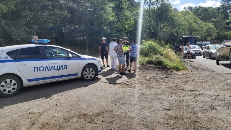 Полицаите в Бургас следят за спазването на обществения ред и