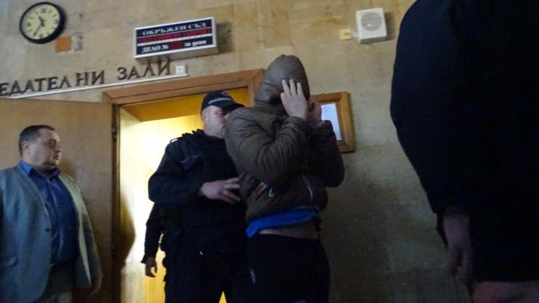 Снимка: 19-годишният обвиняем за убийството в Кюстендил остава в ареста