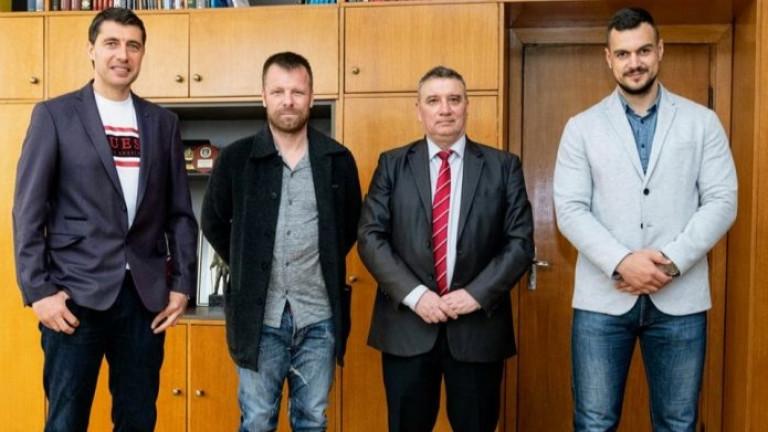Елин Топузаков ще участва в организацията на приятелски мач с УНСС