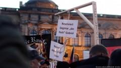 """В Германия продават бесилки за """"мамчето"""" Меркел"""