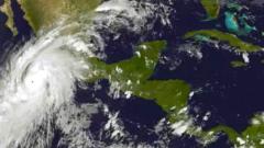 """""""Патрисия"""" е най-силният регистриран някога ураган в Западното полукълбо"""