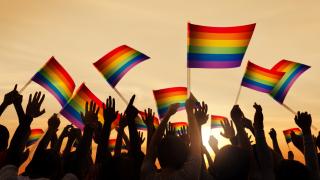 Хиляди събра гей парадът в Белфаст