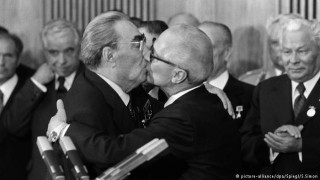 """""""Всеобщо целуване"""" или как Живков опита да превърне България в част от СССР"""