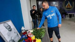 Футболистите на Левски отдадоха своята почит към легендата Сашо Костов
