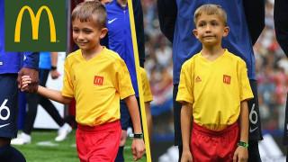 """Българско дете сбъдна голямата си мечта, изведе звездите на Франция и Хърватия на митичния """"Лужники"""""""