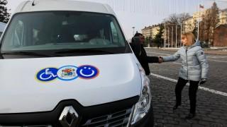 Фандъкова представи нови микробуси за трудноподвижни хора