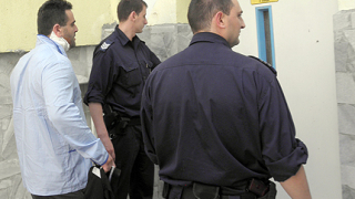 Полицай и глобен шофьор се стрелят в Сандански