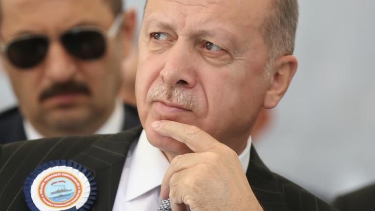 Заплахите за санкции сринаха рекордно турската лира