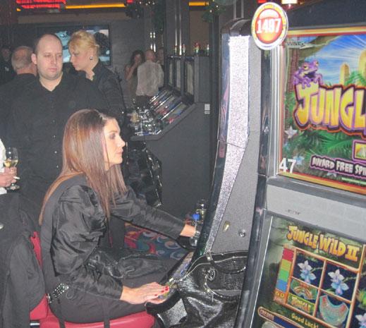 Охрана, казино игровые аппараты играть бесплатно и за рубли