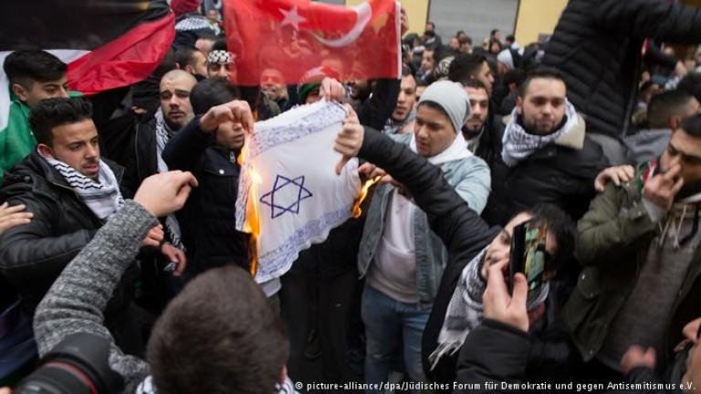 Германия настръхна заради изгорени израелски знамена