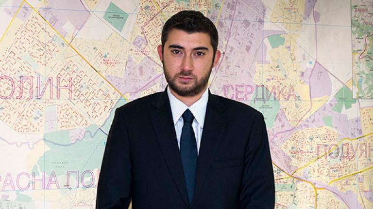 """Контрера нападна и """"Гардиън"""" заради гей пропагандата в Пловдив"""