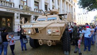 Местят голямо количество военна техника от провинцията в София