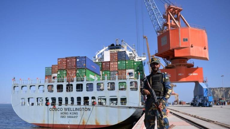 Пакистан ще поиска един от най-големите спасителни пакети от Международния
