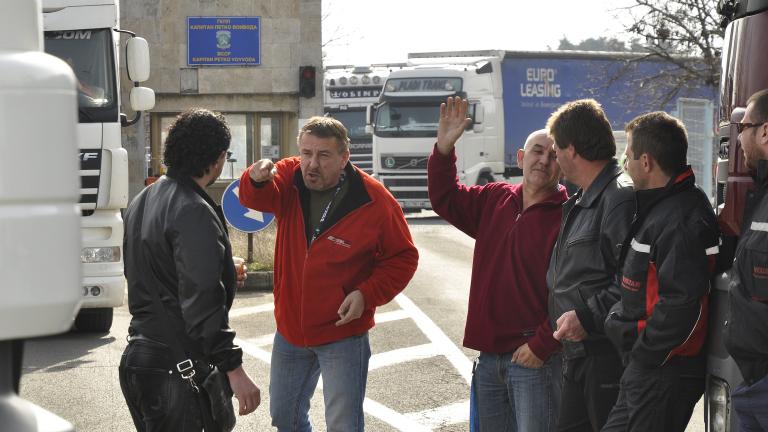 Напрежението по границата се качва, скача и кръвното на превозвачите