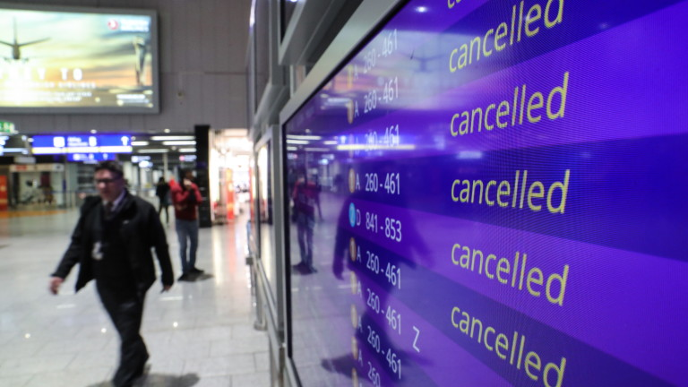 Затвориха летището в Мадрид заради дронове