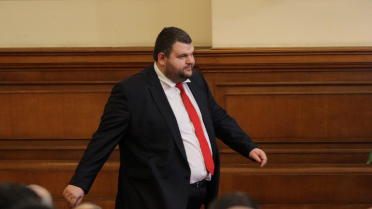 Пеевски отрича да има недекларирани офшорки, бил изряден