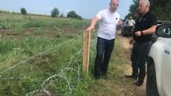 Готова е 11 км ограда по границата с Румъния, подсилват я с режеща тел