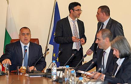 """Кабинетът """"Борисов"""" поиска вот на доверие от парламента"""
