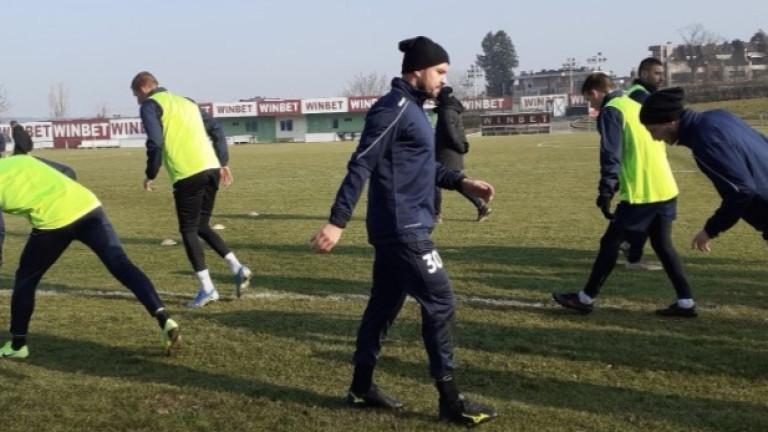 Валери Божинов замина с останалите футболисти на Септември на лагер