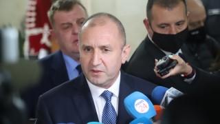 Европътят на РСМ минава през София, отсече Радев преди да качи Пендаровски на самолета за Рим