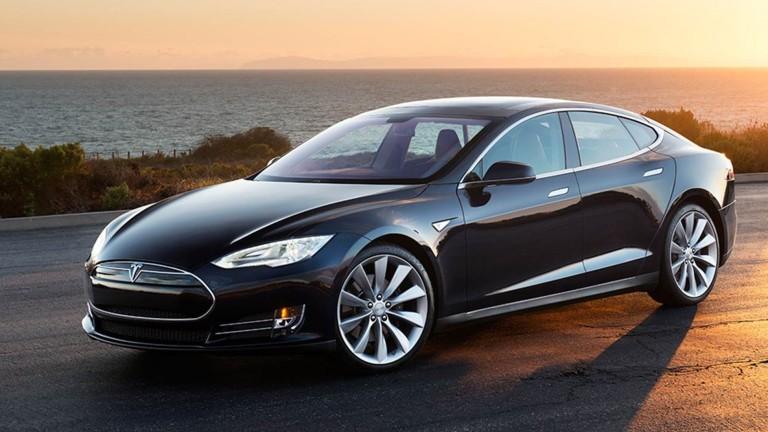 Tesla предприема мерки след двата пожара на Model S