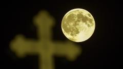 Отново грее супер Луна