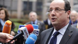 Париж отрече да е предлагал обединяване на силите на Асад с опозицията