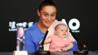 Ашли Барти се появи на пресконференция с малката си племеница