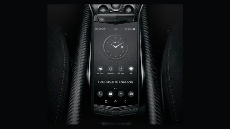 Преди повече от година луксозният бранд за телефони Vertu обяви
