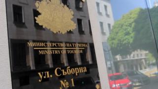 """Проверяват фирма, изоставила туристи в автобус на АМ """"Струма"""""""