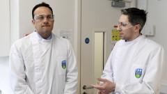 Варадкар работи и като лекар по време на пандемията